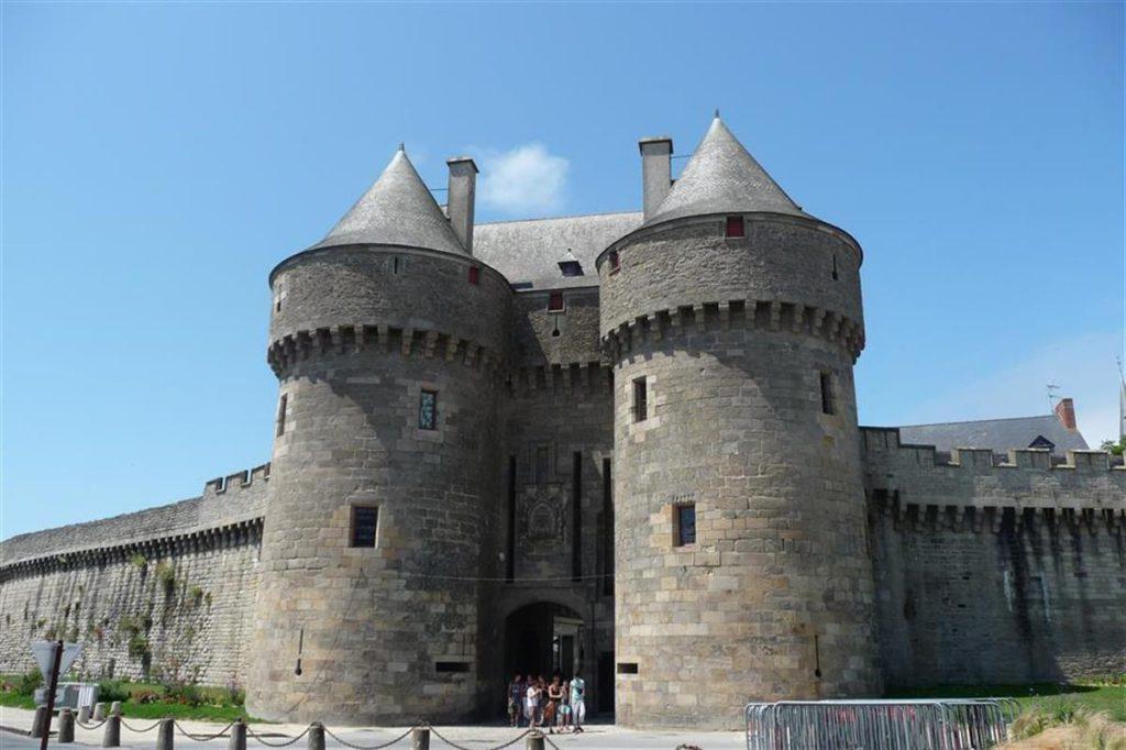 La ville de Guérande au porte des marais salants