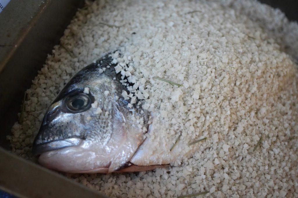 La daurade en croute au gros sel gris bio de Guérande